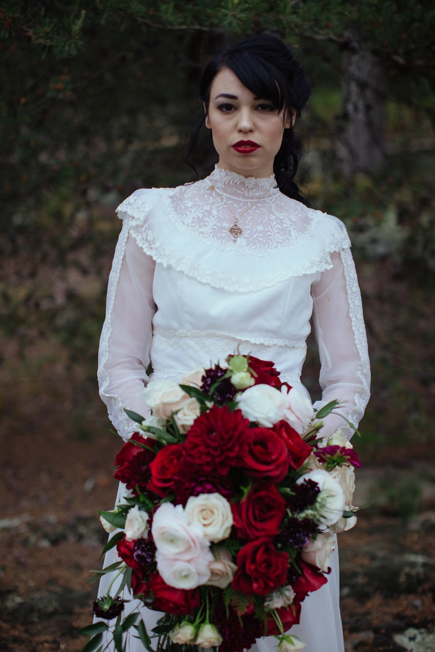 1-Gothic-Bride-with-Red-Bridal-Bouquet