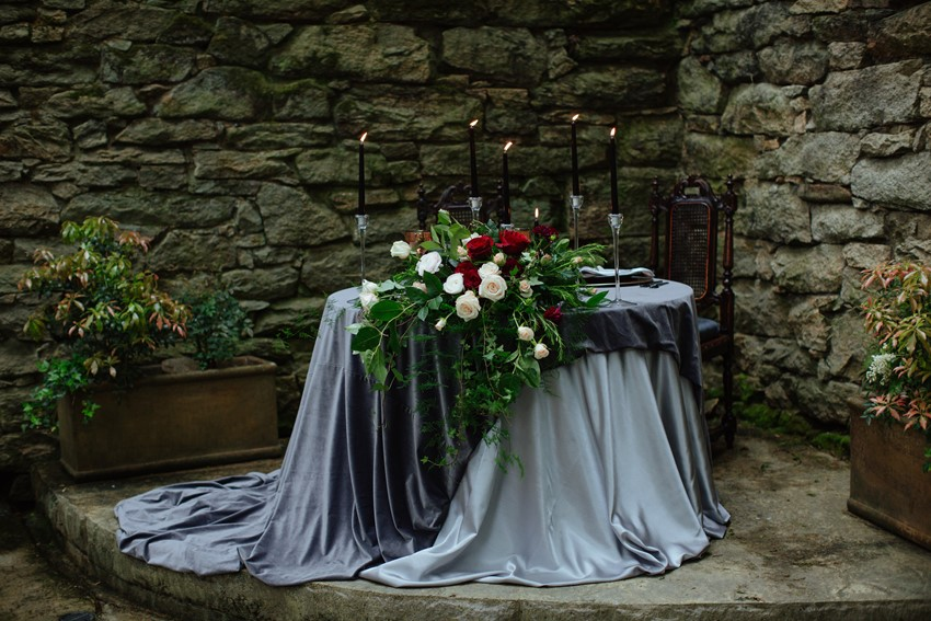 10-Gothic-Vintage-Wedding-Table