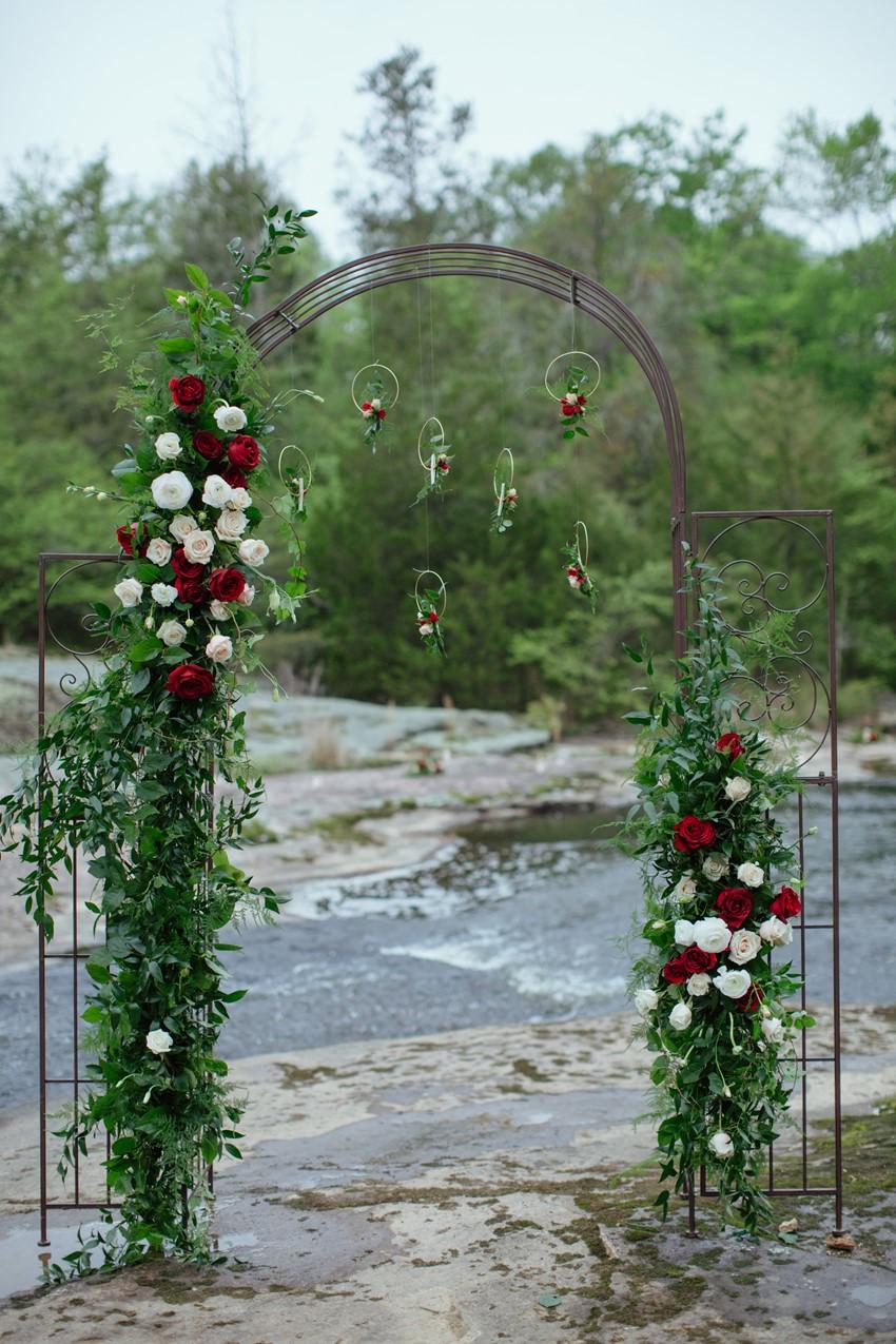 3-Rose-Aisle-Arch
