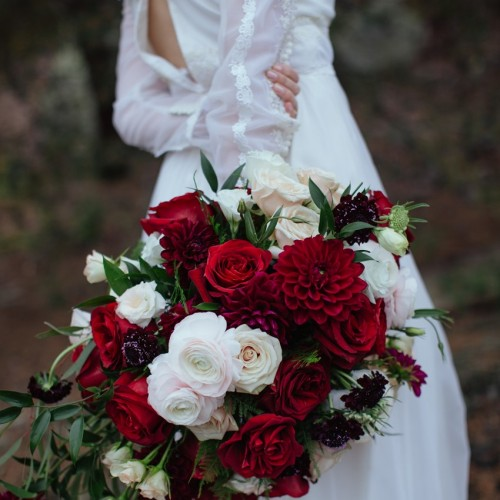 10c-Gothic-Romantic-Red-Bridal-Bouquet