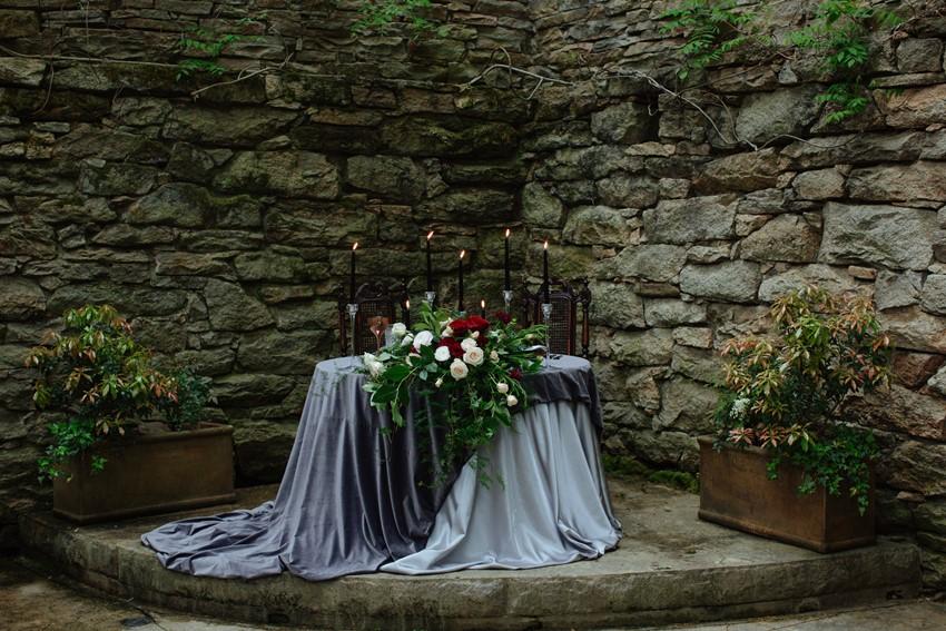 2-Romantic-Gothic-Sweetheart-Wedding-Table